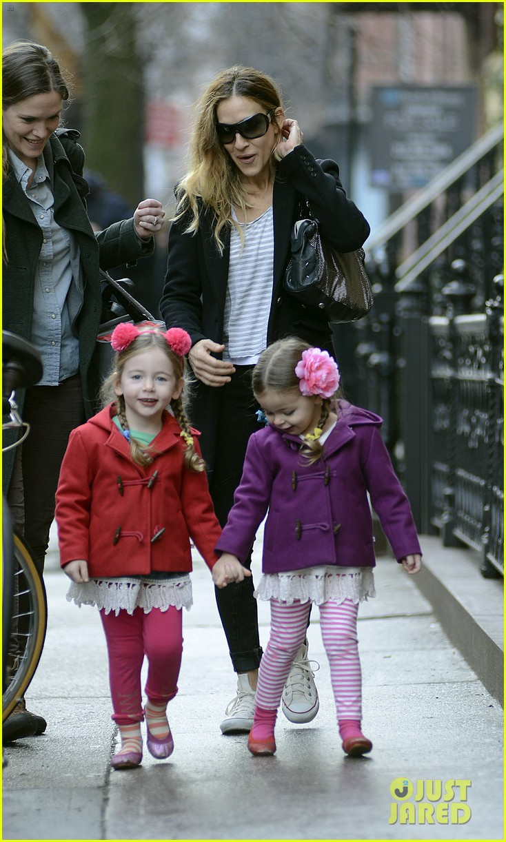 sarah jessica parker morning walk with the twins 112802214