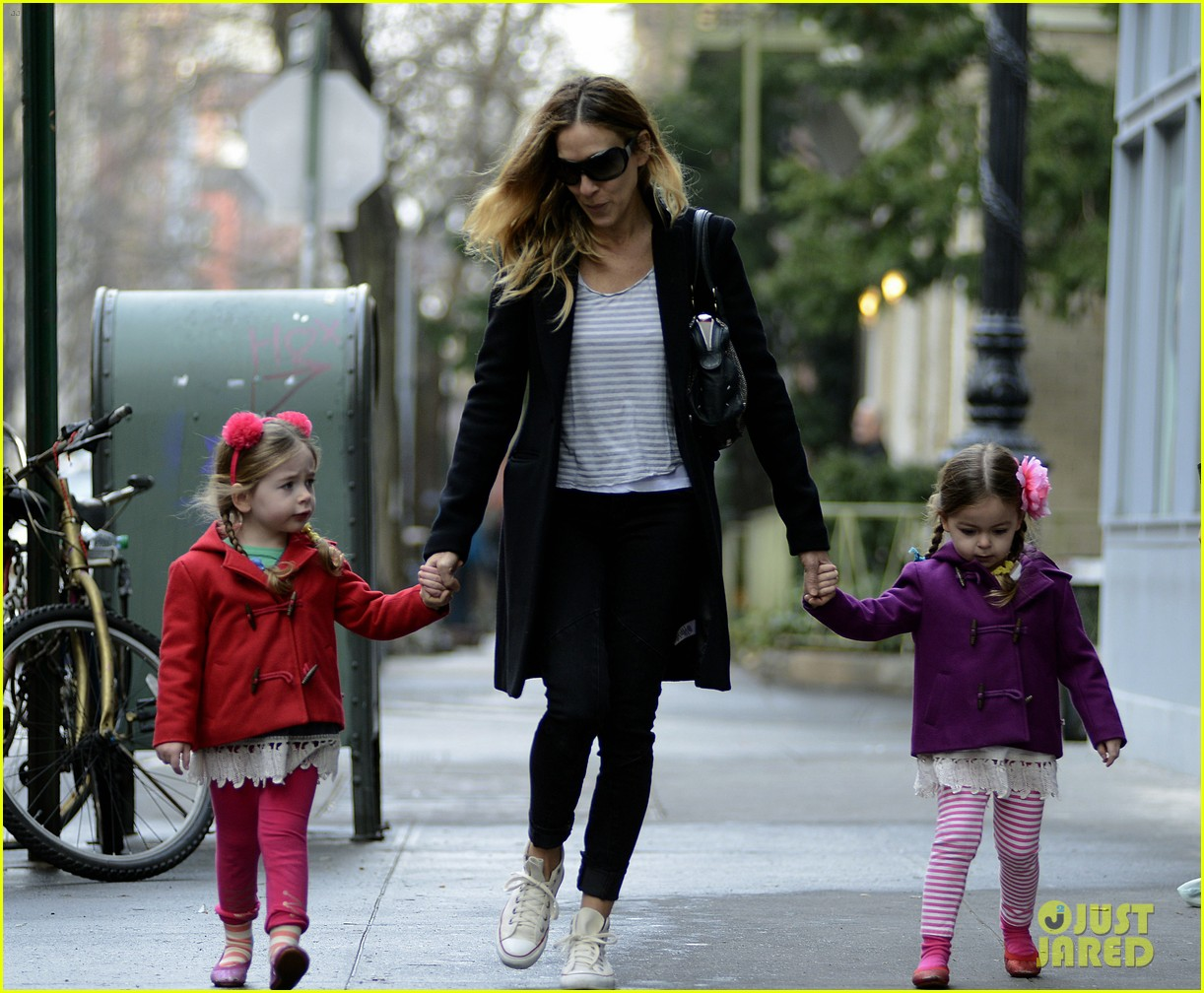 sarah jessica parker morning walk with the twins 122802215