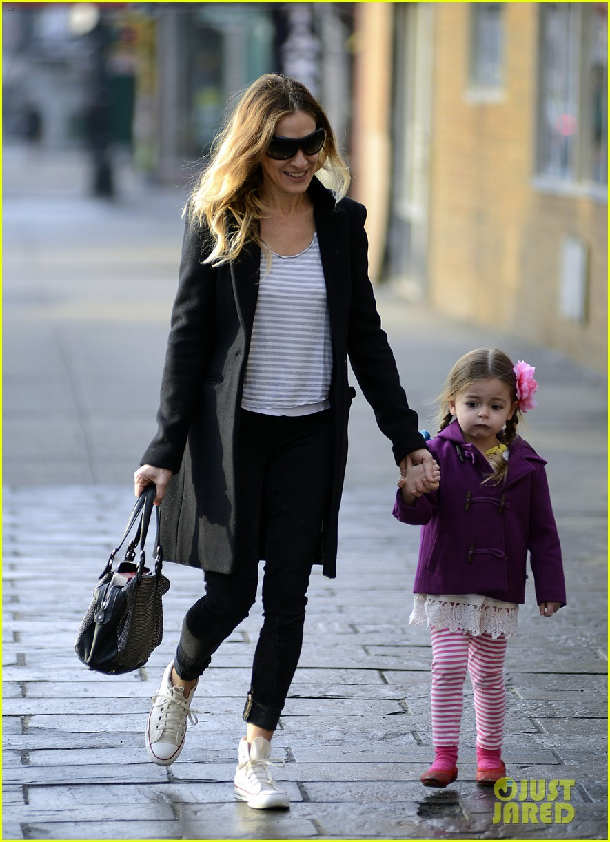 sarah jessica parker morning walk with the twins 142802217