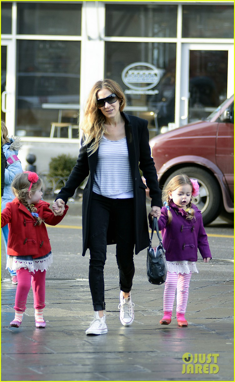 sarah jessica parker morning walk with the twins 152802218