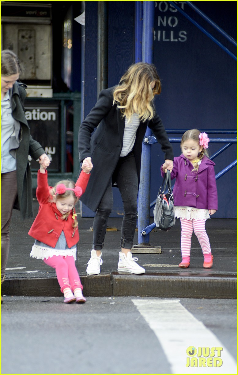 sarah jessica parker morning walk with the twins 16
