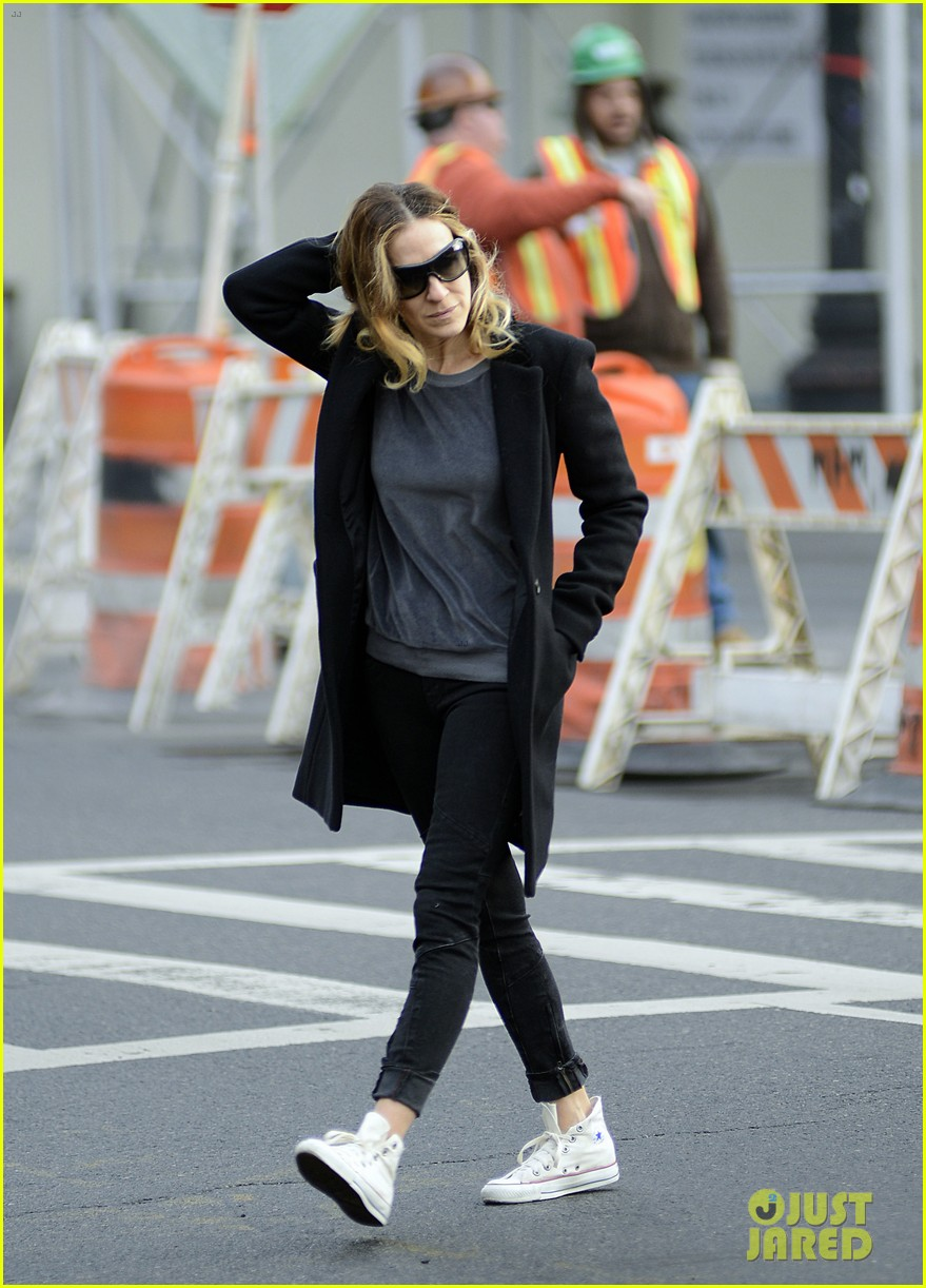 sarah jessica parker morning walk with the twins 212802224