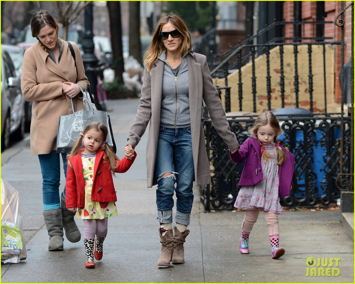 sarah jessica parker morning walk with the twins 252802228