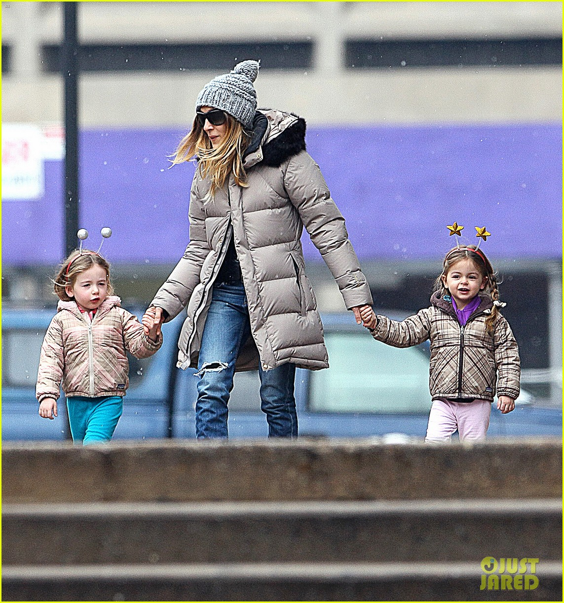 sarah jessica parker morning walk with the twins 262802229