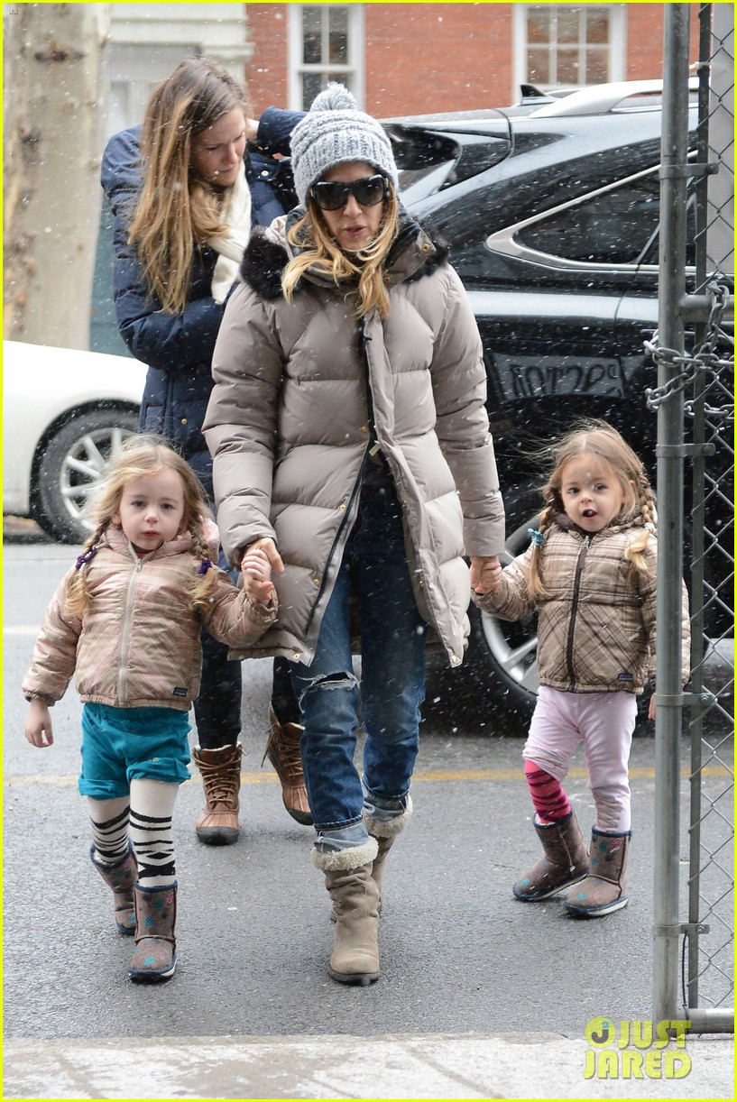 sarah jessica parker morning walk with the twins 292802232