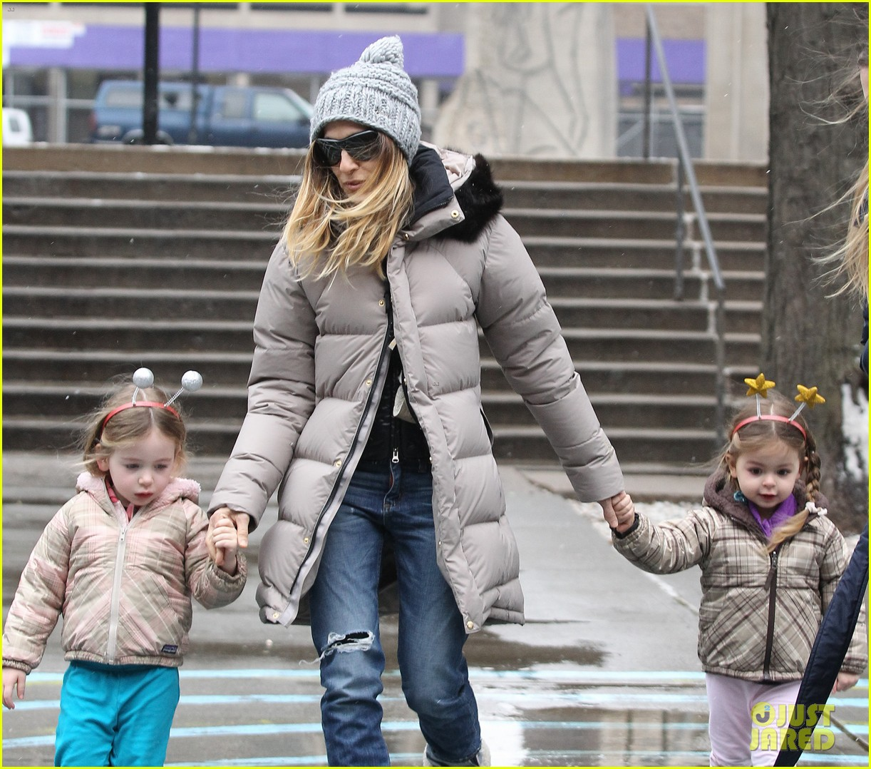 sarah jessica parker morning walk with the twins 342802237
