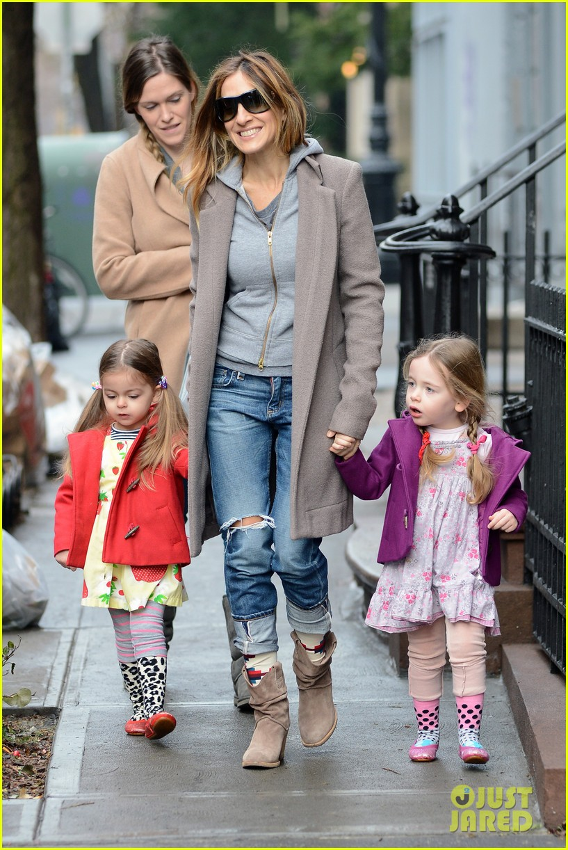 sarah jessica parker morning walk with the twins 372802240