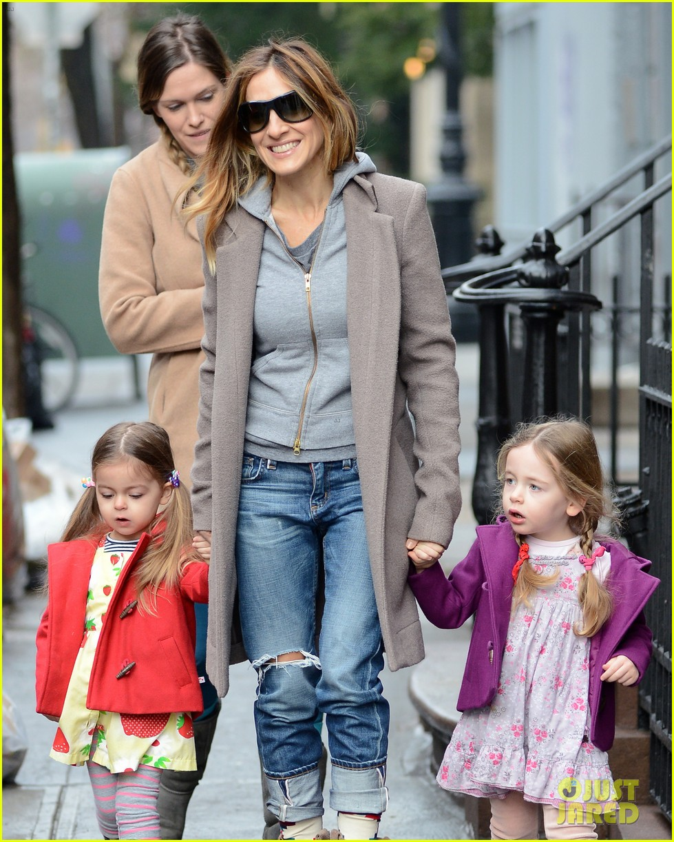 sarah jessica parker morning walk with the twins 402802243