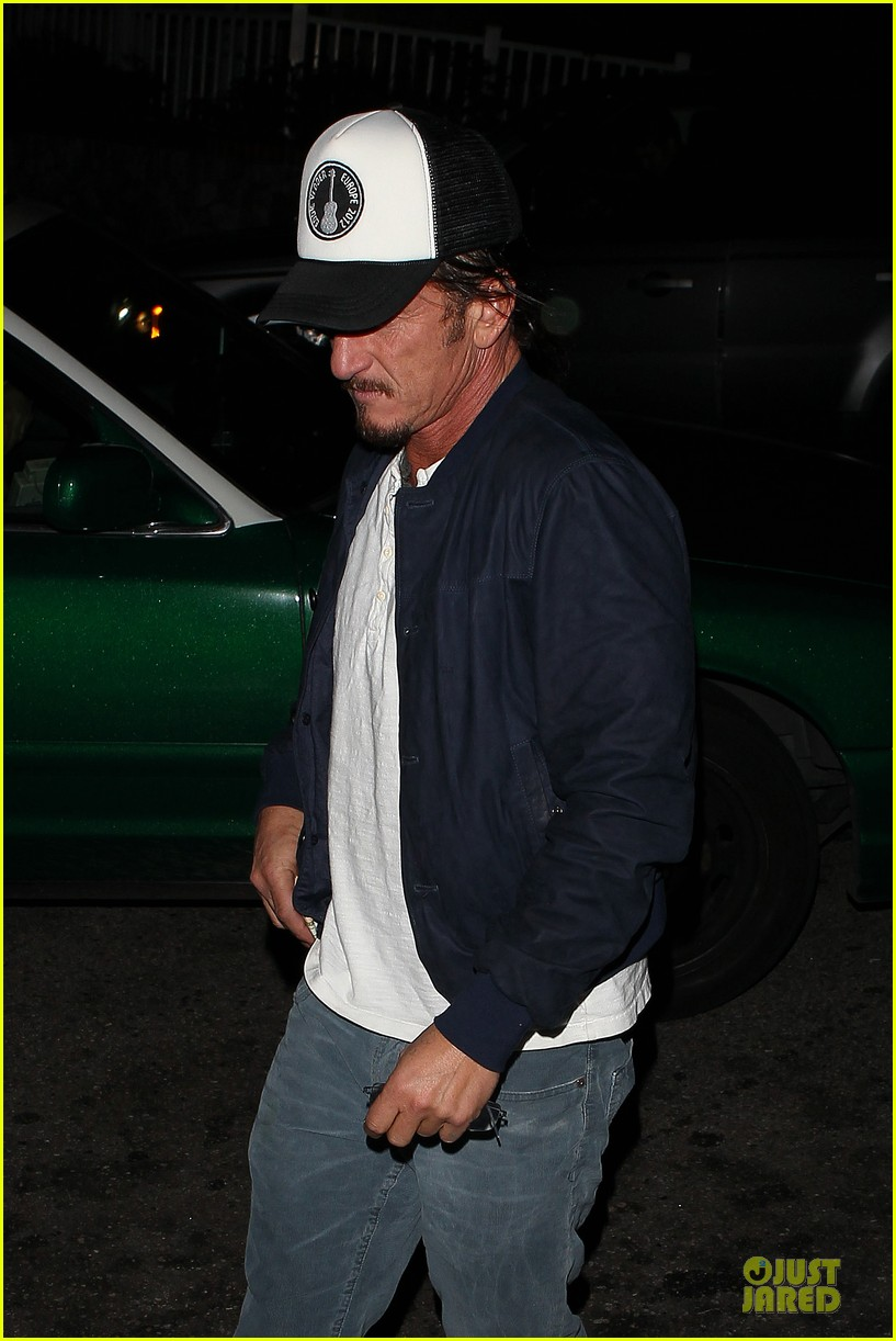sean penn pre grammy party in west hollywood 022810445