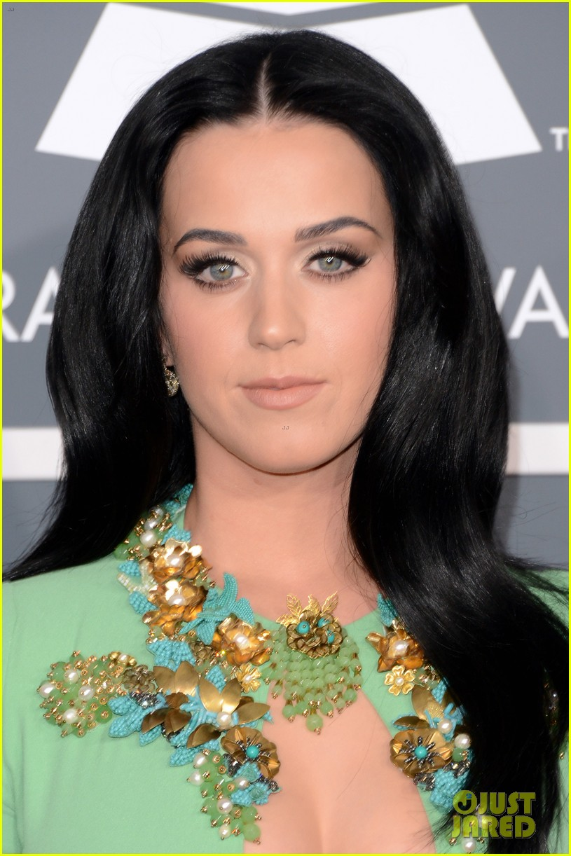 katy perry grammys 2013 red carpet 022809339