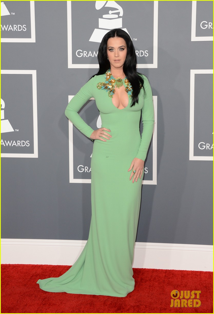 katy perry grammys 2013 red carpet 05