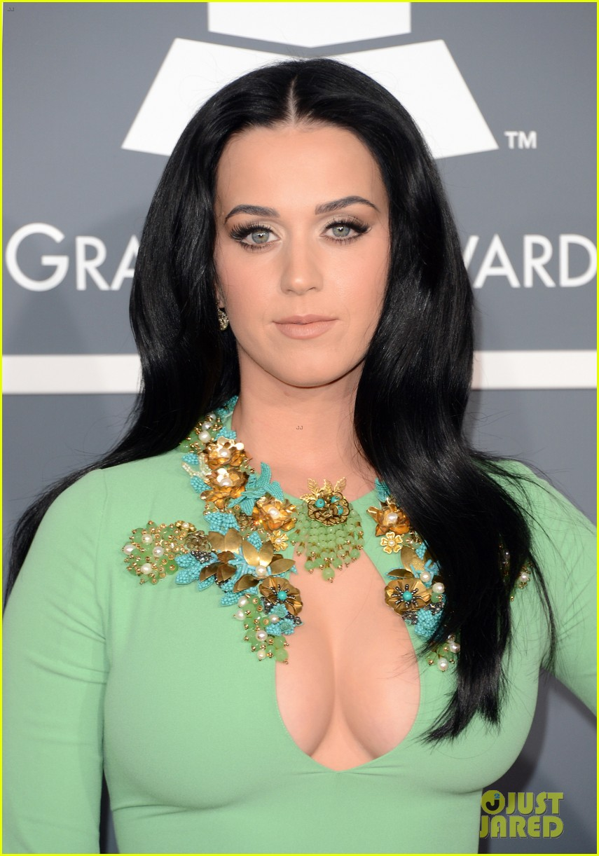 katy perry grammys 2013 red carpet 102809347
