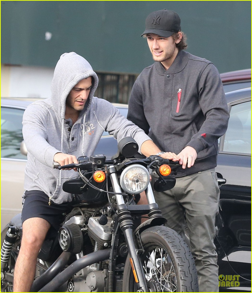 alex pettyfer motorcycle teaching friend 02