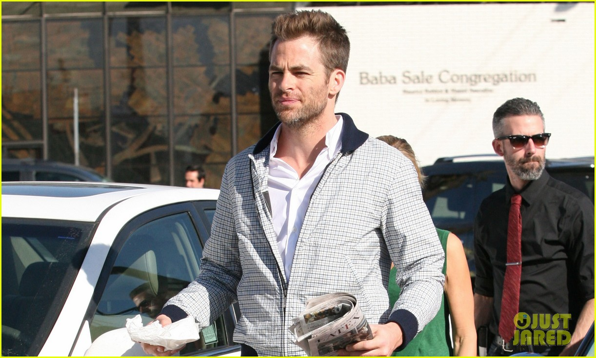 chris pine magazine photo shoot 042822343