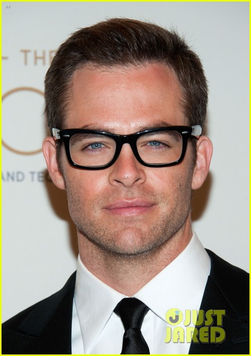 chris pine zoe saldana academy tech awards 2013 042808697