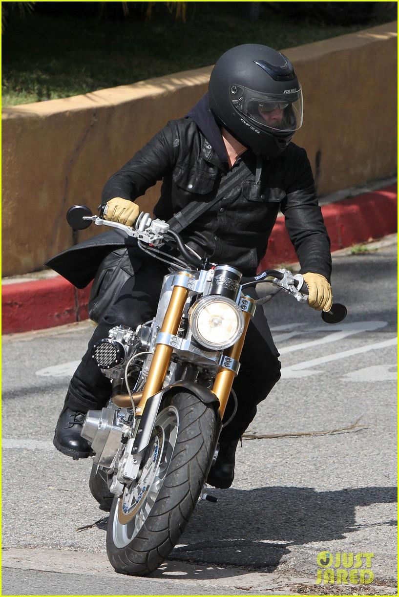 brad pitt rides his motorcycle shiloh zahara get froyo 01