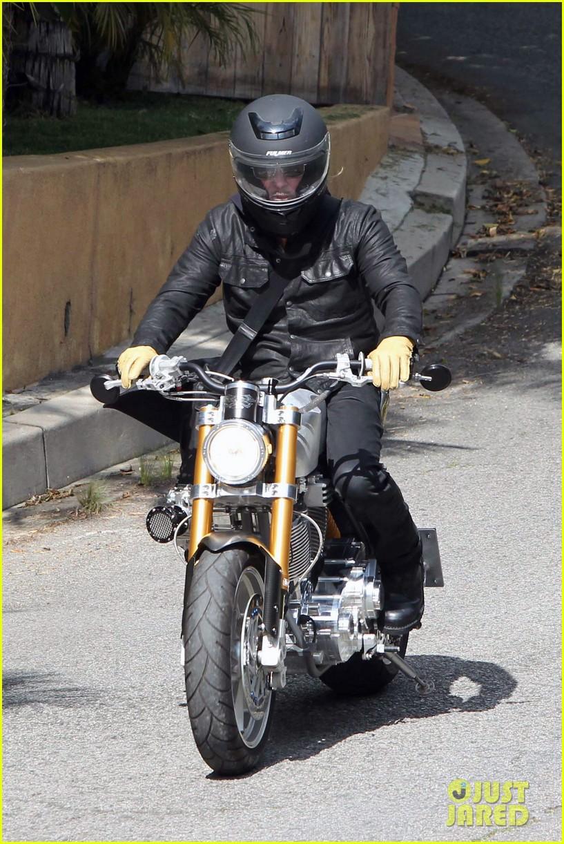 brad pitt rides his motorcycle shiloh zahara get froyo 17
