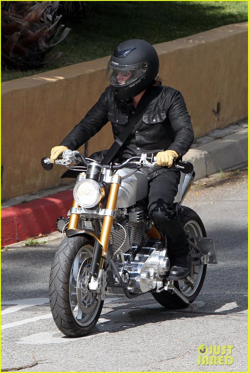 brad pitt rides his motorcycle shiloh zahara get froyo 21