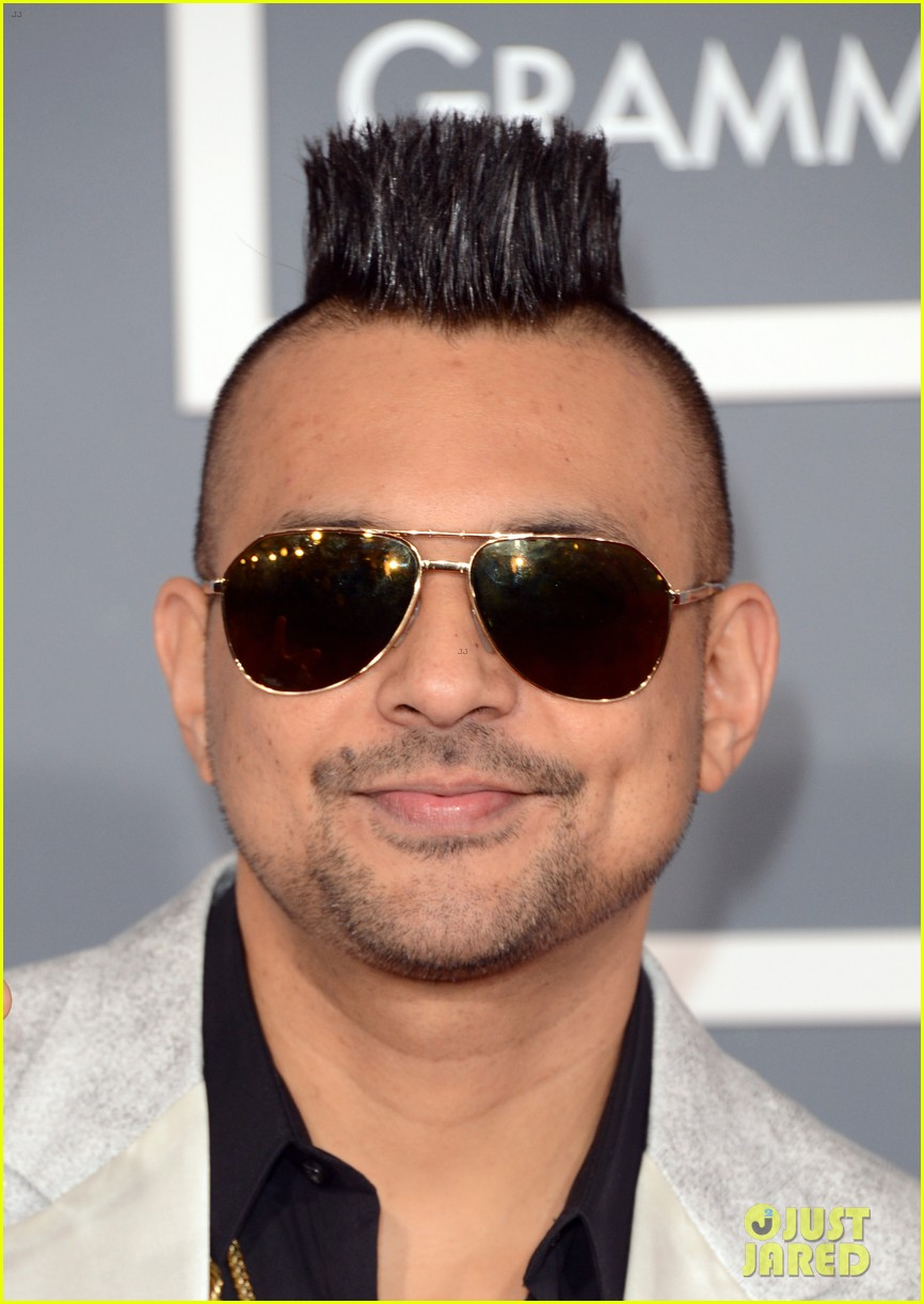 redfoo sean paul grammys 2013 red carpet 122809114