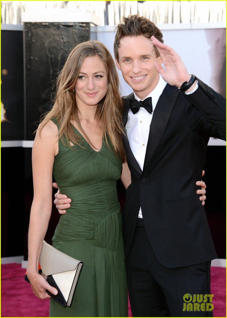eddie redmayne oscars 2013 with hannah bagshawe 02