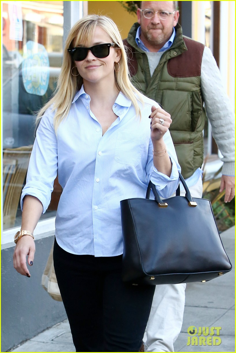 reese witherspoon post lunch shopping trip 022806440