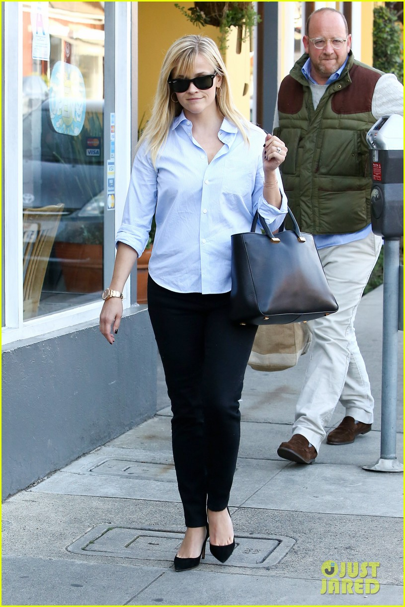 reese witherspoon post lunch shopping trip 032806441