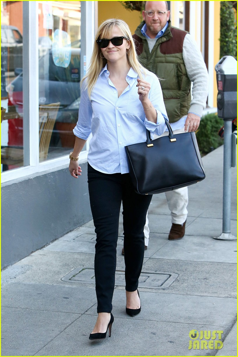 reese witherspoon post lunch shopping trip 082806446