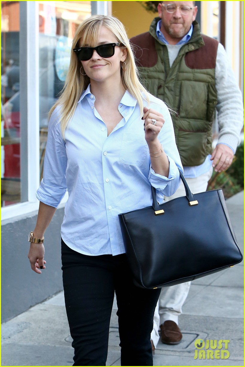 reese witherspoon post lunch shopping trip 102806448