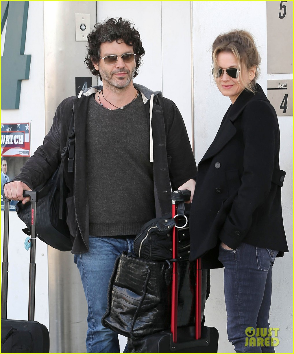 renee zellweger departs lax after chicago cast oscar news 02