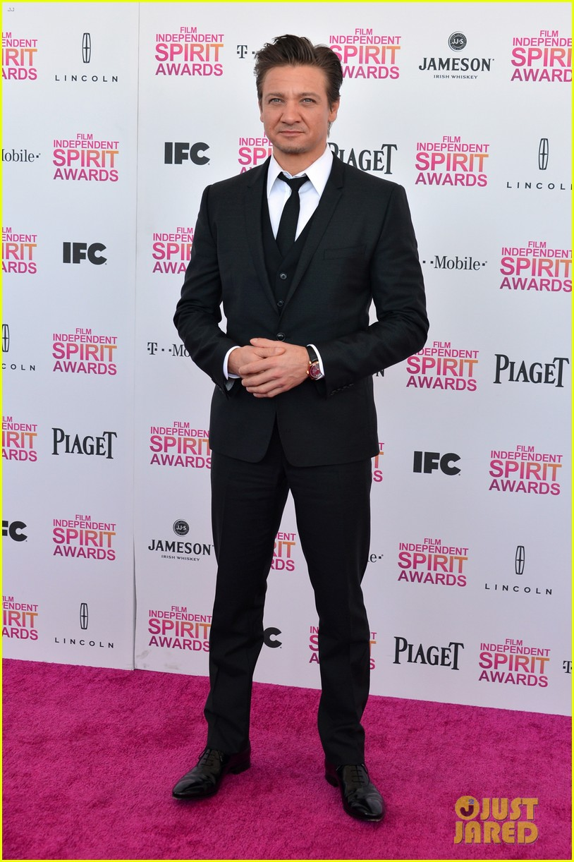 jeremy renner daniel radcliffe independent spirit awards 2013 052817982