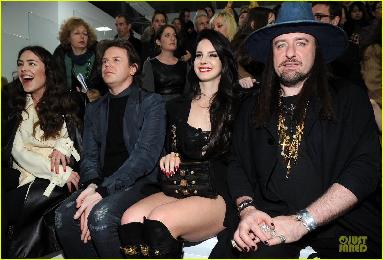 lana del rey janet jackson versace fashion show 132817524