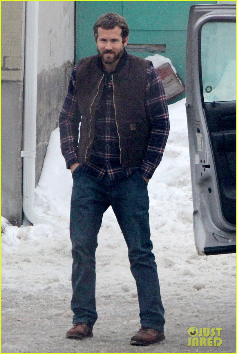 ryan reynolds punches scott speedman on queen of the night set 082811429