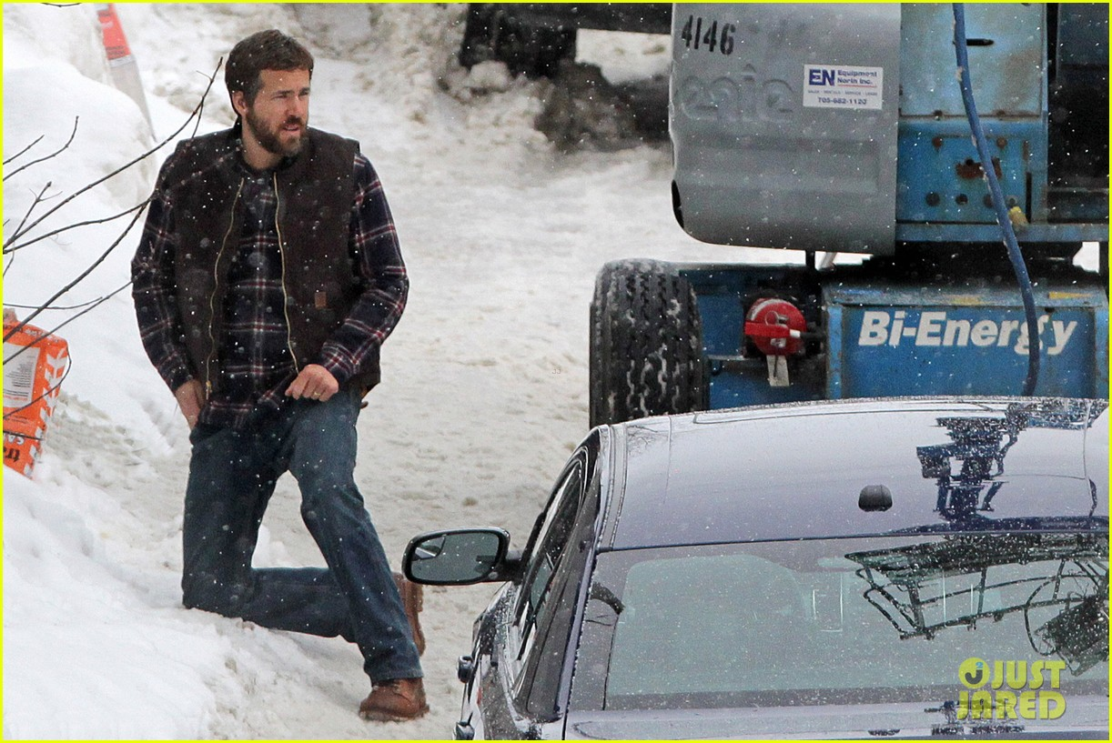 ryan reynolds punches scott speedman on queen of the night set 152811436