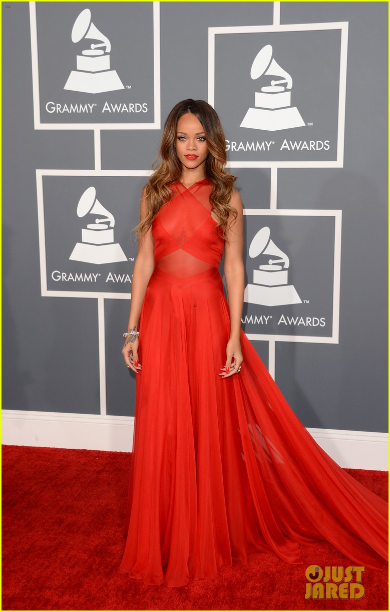 rihanna grammys 2013 red carpet 012809307