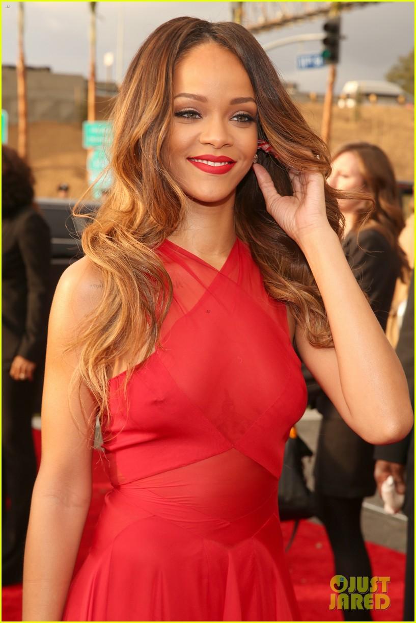 Rihanna's Diamonds World Tour Make-Up Kit Revealed! |Rihanna 2013