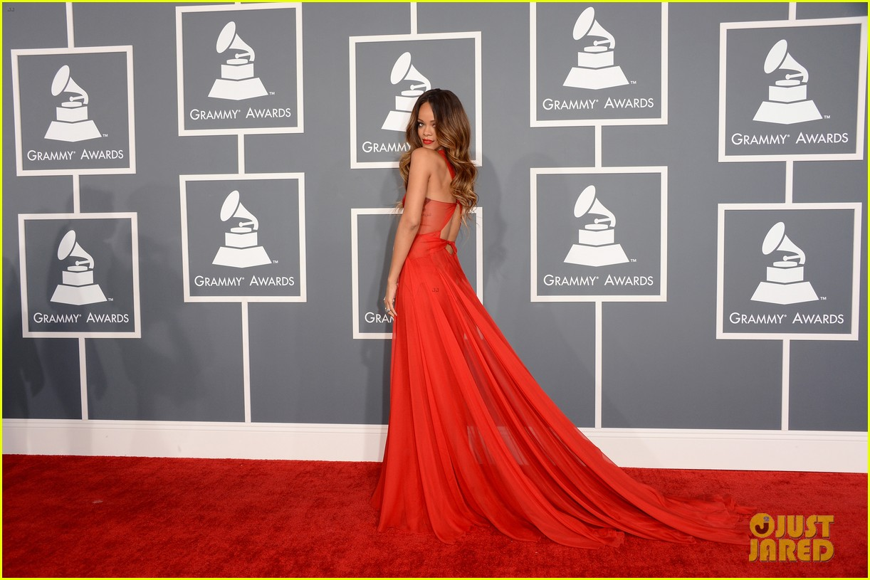 rihanna grammys 2013 red carpet 03