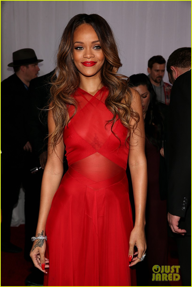 rihanna grammys 2013 red carpet 072809313