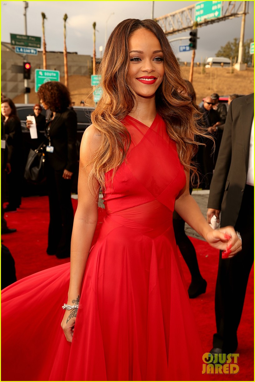 rihanna grammys 2013 red carpet 122809318