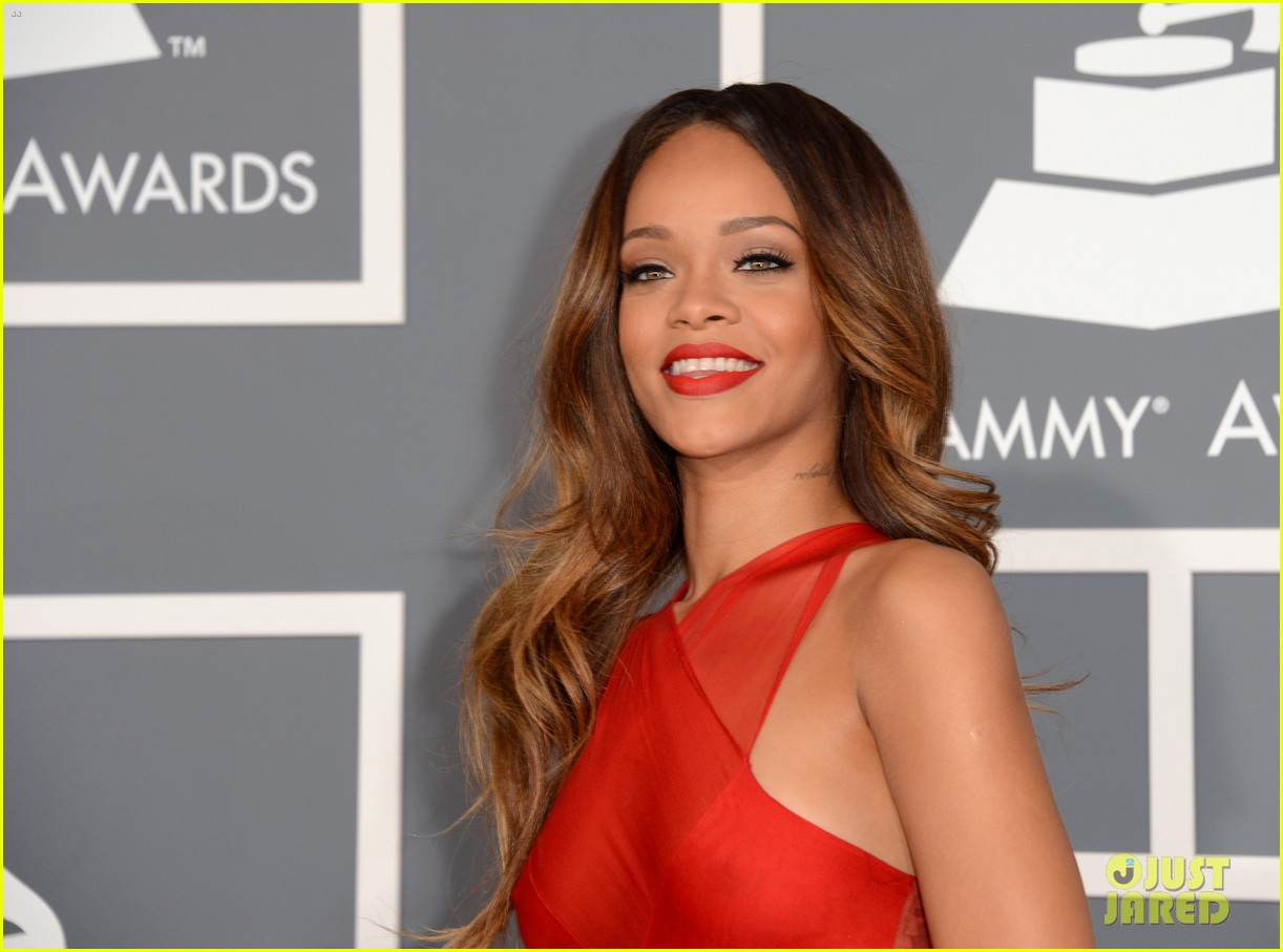 Grammys: Rihanna - Grammys 2013 Red Carpet: Photo 2809324