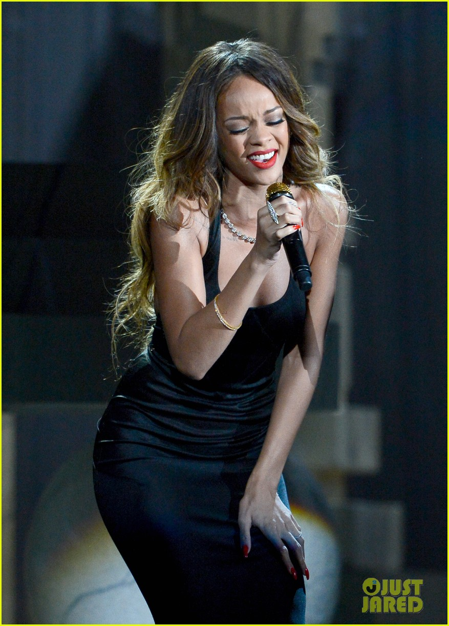 rihanna grammys 2013 performance of stay watch now 042809534