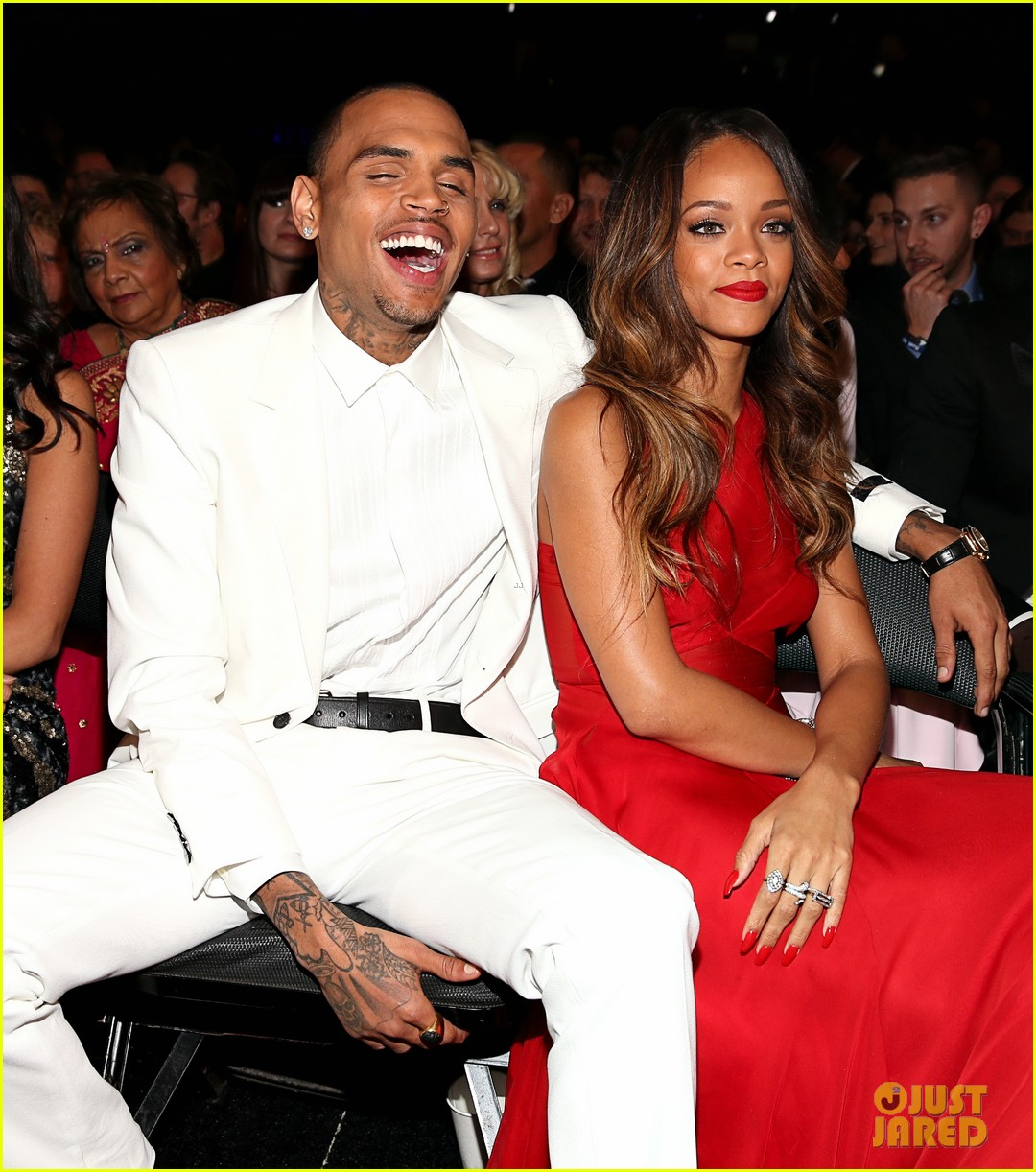 rihanna chris brown grammys 2013 seatmates pics 03