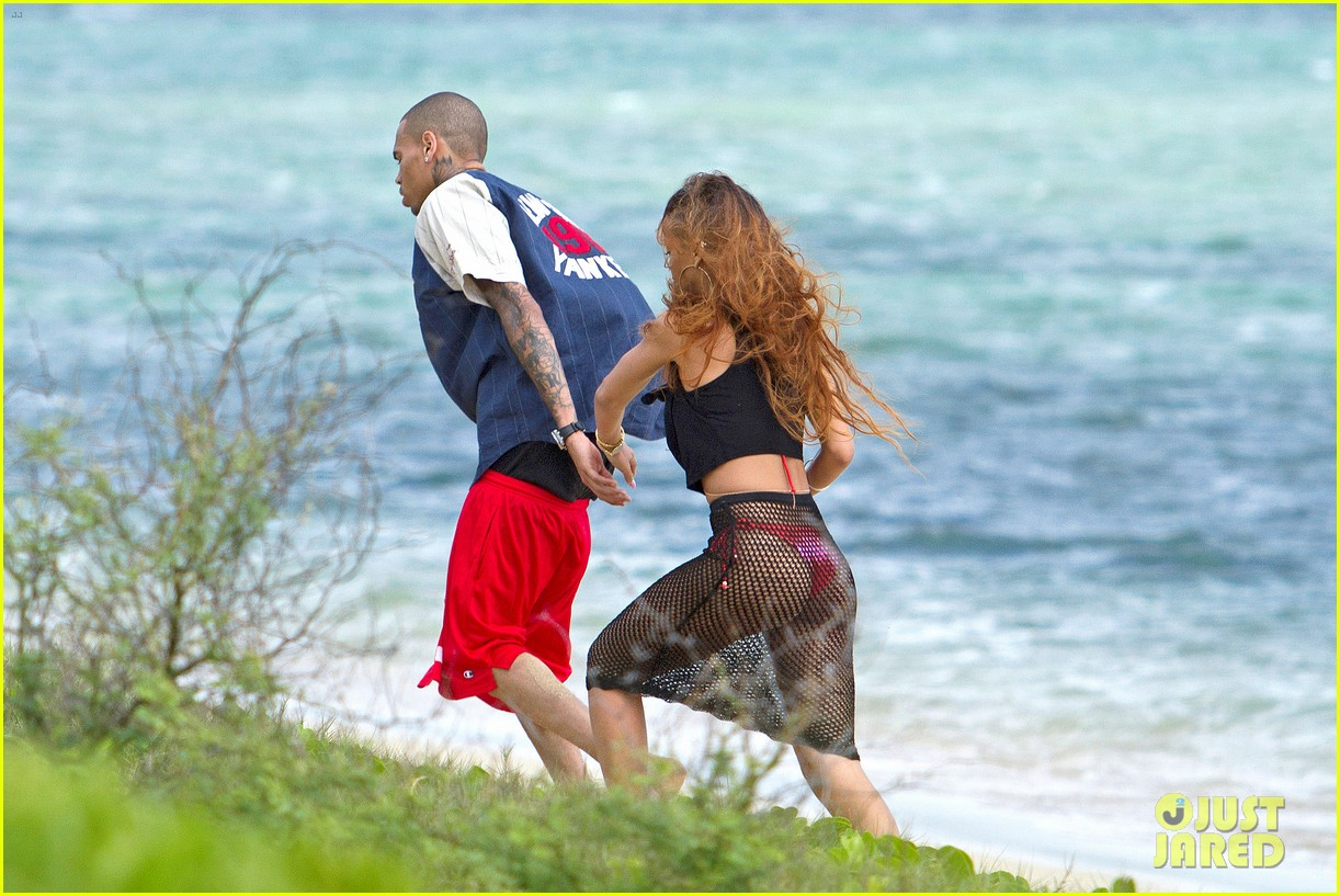 rihanna birthday stroll with chris brown in hawaii 042816074