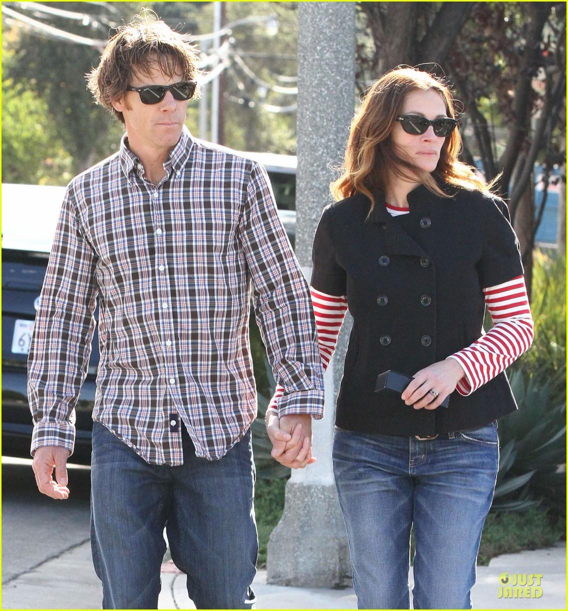 Julia Roberts U0026 Danny Moder: Holding Hands In Santa Monica!