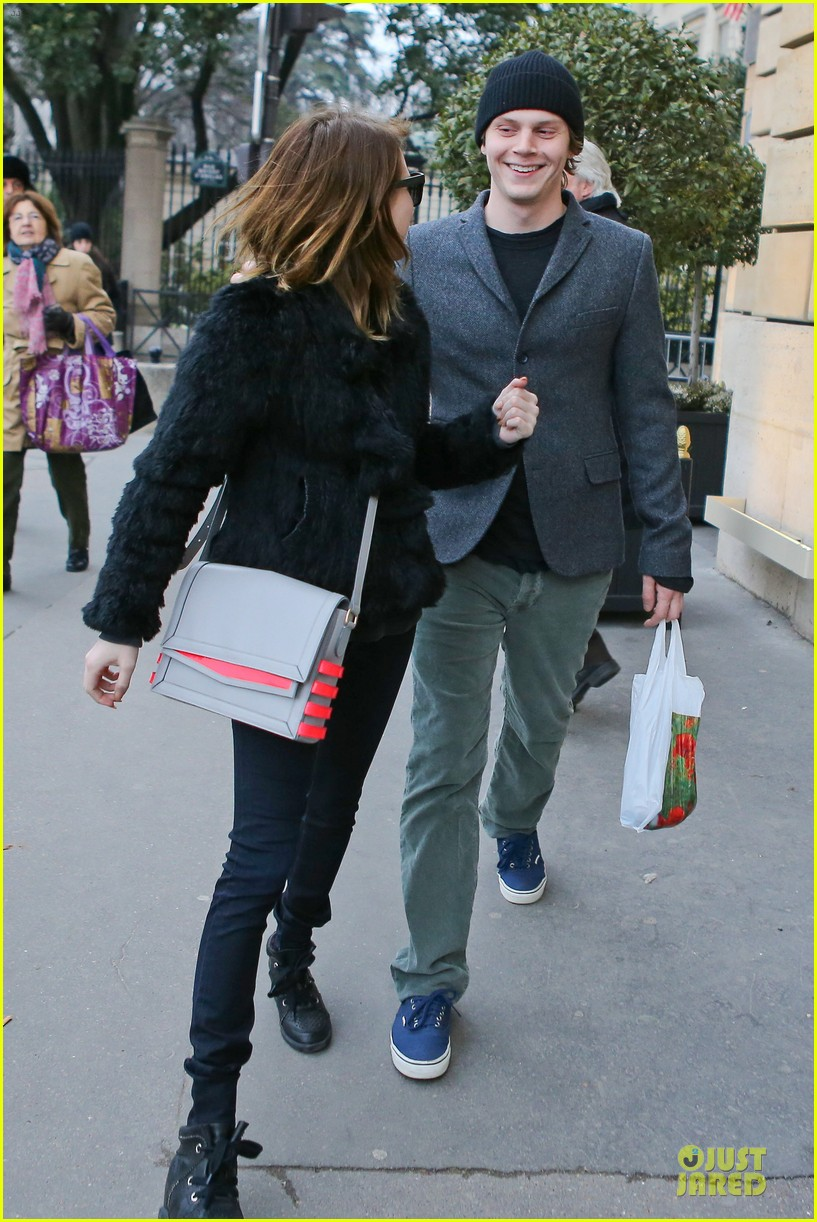 emma roberts evan peters paris sightseeing couple 032821400