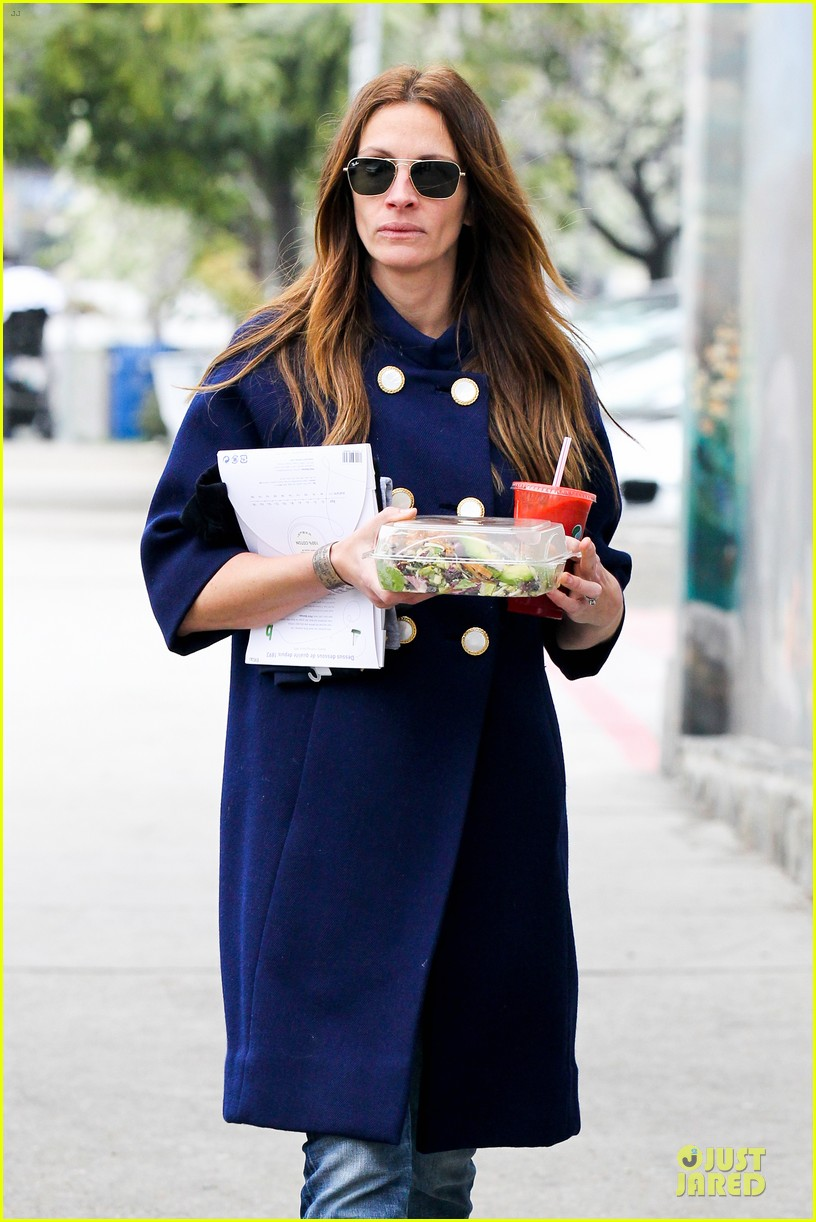 julia roberts healthy salad diet 102805664