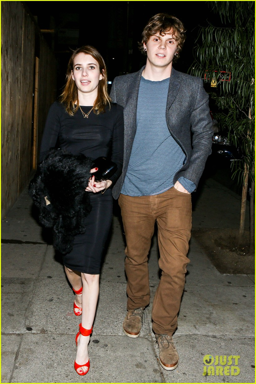 emma roberts evan peters valentines day date 012812609