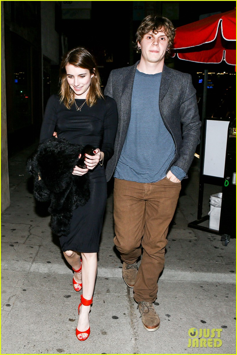 emma roberts evan peters valentines day date 05
