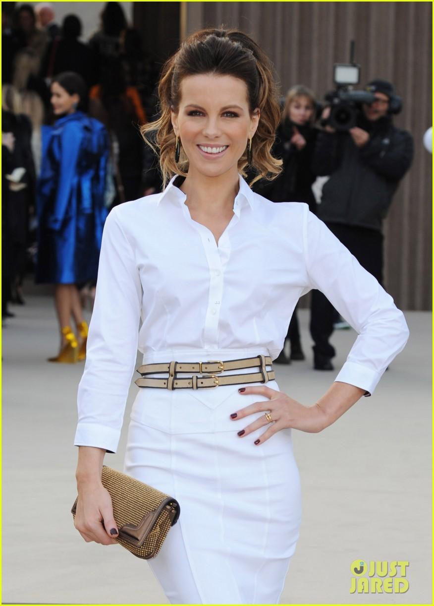 rosie huntington whiteley freida pinto burberry fashion show 042814515