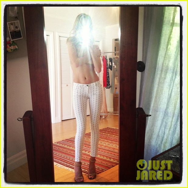 rosie huntington whiteley topless in cher coulter jeans 032812471