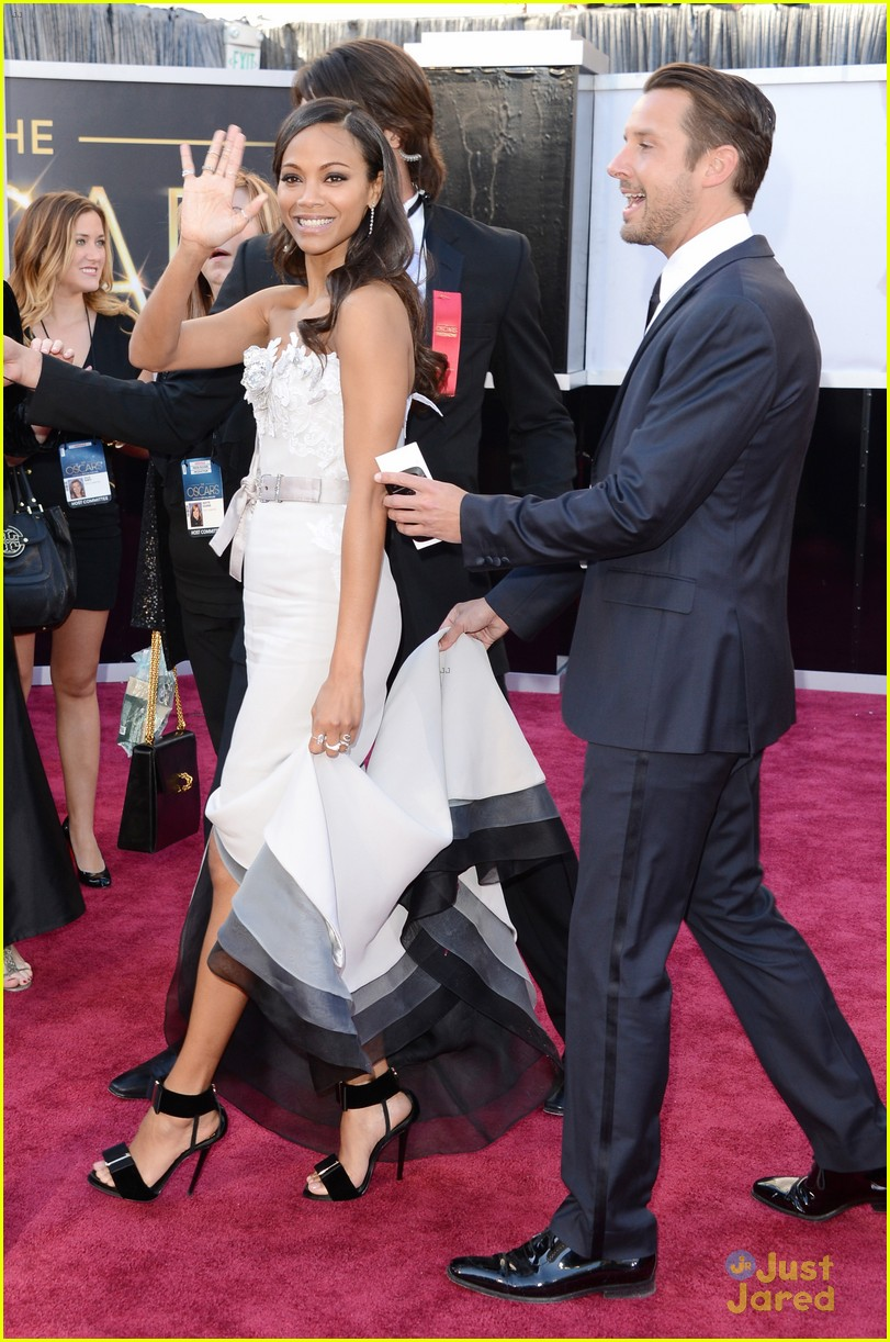 zoe saldana oscars 2013 red carpet 05